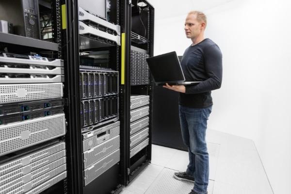 Server monitoring Service - CSE